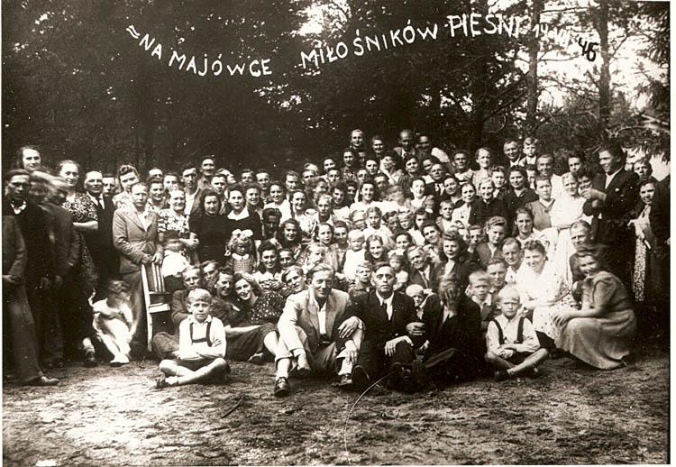 """Uczestnicy majówki - chóry: """"Lutnia"""", """"Lira"""" i """"Cecylianka""""; 14.07.1946 r."""